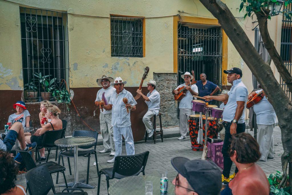 Küba sokaklarında müzik